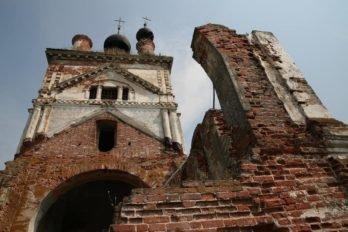 Церковь Михаила Архангела в селе Весь