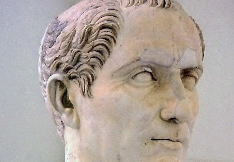 Бюст Цезаря из Национального археологического музея в Неаполе. Создан приблизительно в правление Траяна (начало II века н. э.)[