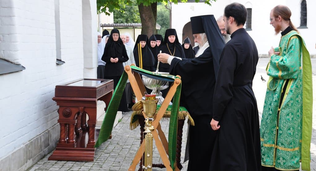 Часовню Серафима Саровского освятили в Марфо-Мариинской обители
