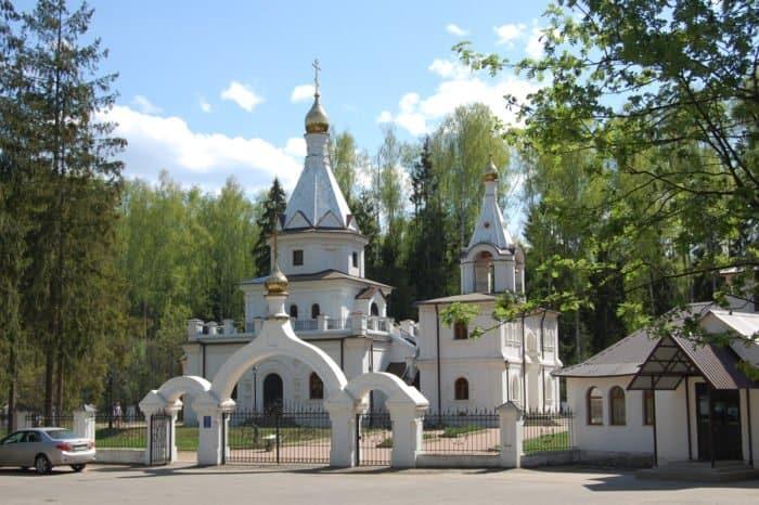 Храм Всех святых, в земле Российской просиявших_Yokki_вики