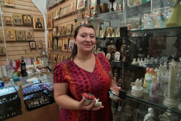 Люди в храме: работник свечного ящика - фото 3