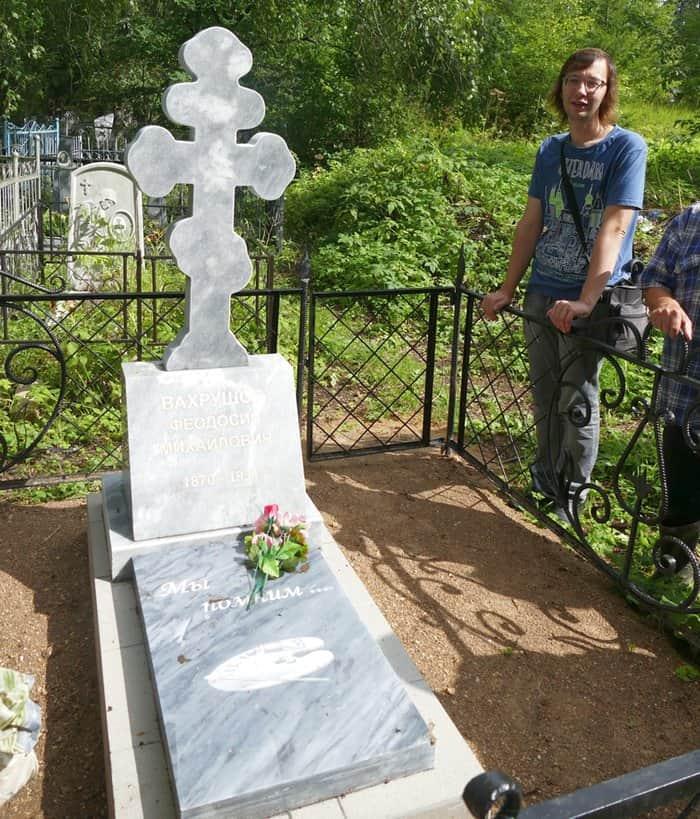 Новый памятник на могиле Феодосия Вахрушова