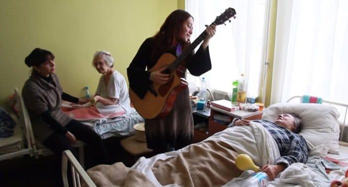 «Музыкальные» волонтеры помогут неизлечимо больным людям