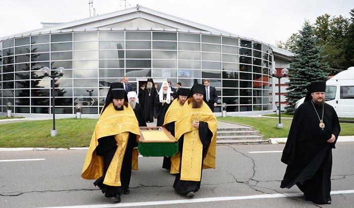 Патриарх Кирилл привез вГорно-Алтайск мощи Святителя Макария