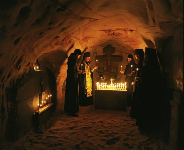 Пещеры Псково-Печерской обители. Фото Анатолия Горяинова