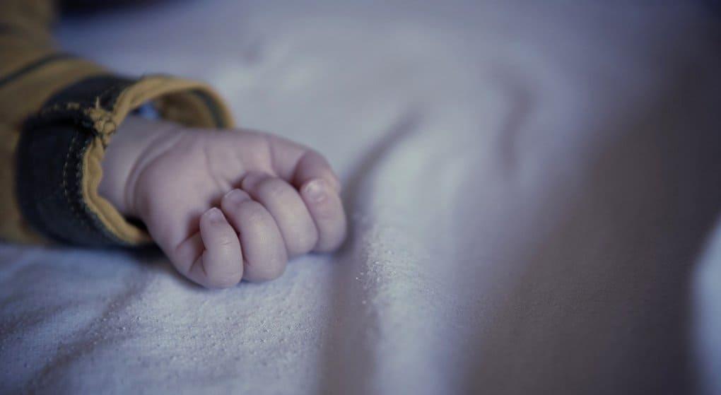 Женщина, бросившая дочь-младенца в Красноярске, пришла за помощью в Церковь