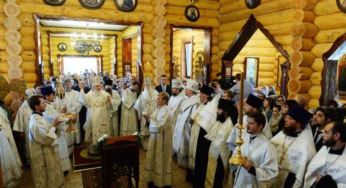 Патриарх Кирилл освятил главный военно-морской собор Кольского севера