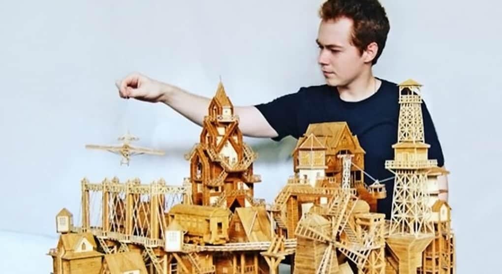 Химчанин собирает копии подмосковных храмов из бамбуковых палочек