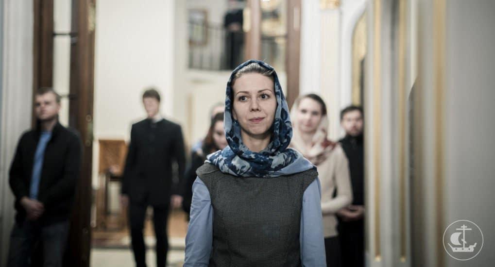 Можно ли женщине читать молитвы от женского лица?
