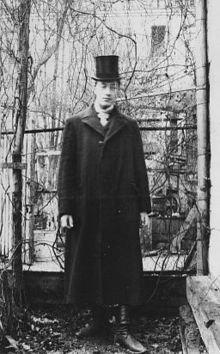 Фотография Максимилиана Волошина, Гумилёв Н. С. в Париже, 1906 г.