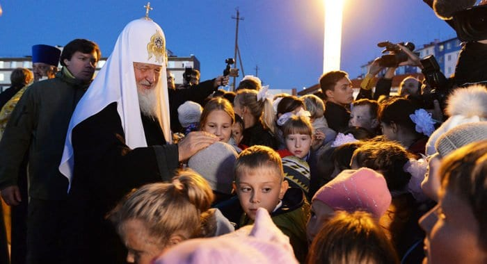 Патриарх Кирилл поддержал поправку в Конституцию о том, что дети – достояние России, сообщили в Церкви