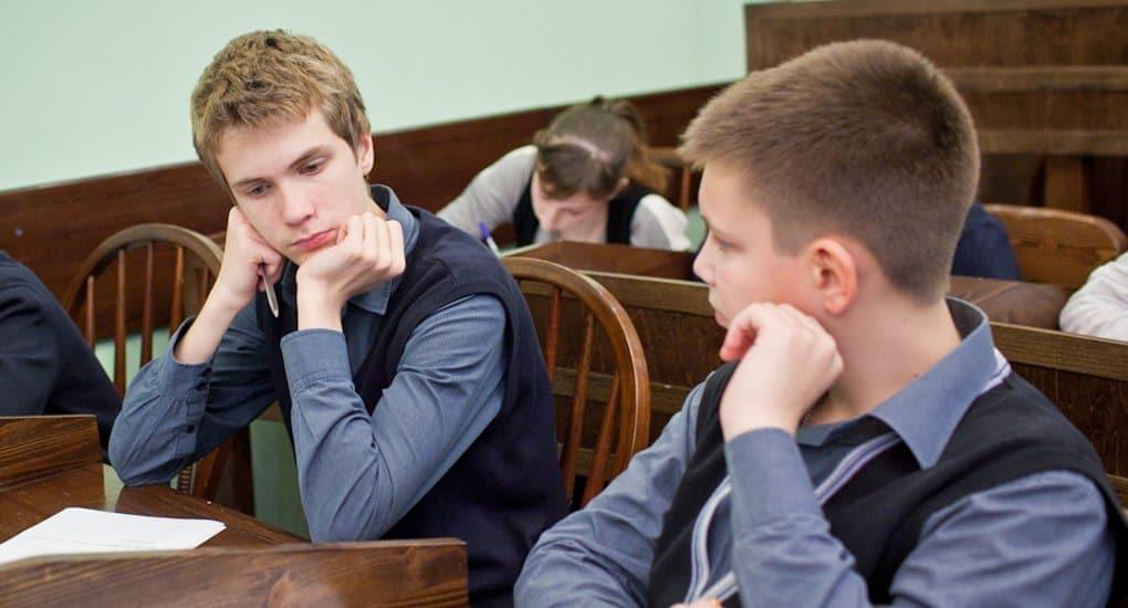 Спокойная твердость поможет школьнику избежать насмешек в школе, считает педагог