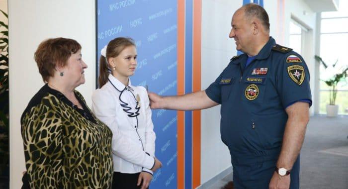 Юлия Король, проявившая героизм на Сямозере, награждена президентской медалью