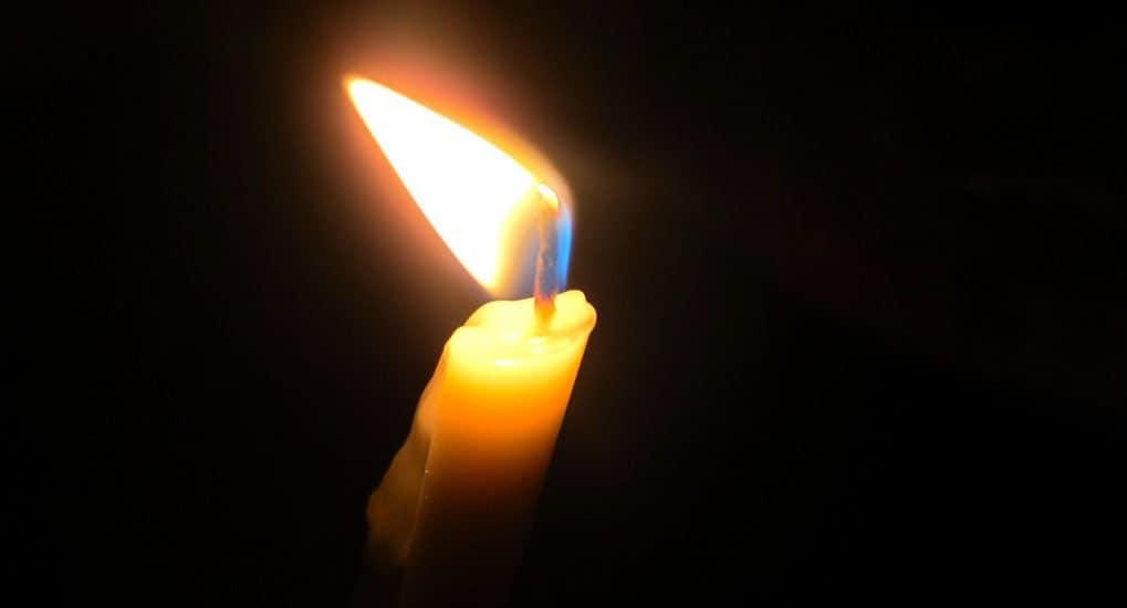 На крестинах свеча выпала из рук крестной. Как быть?