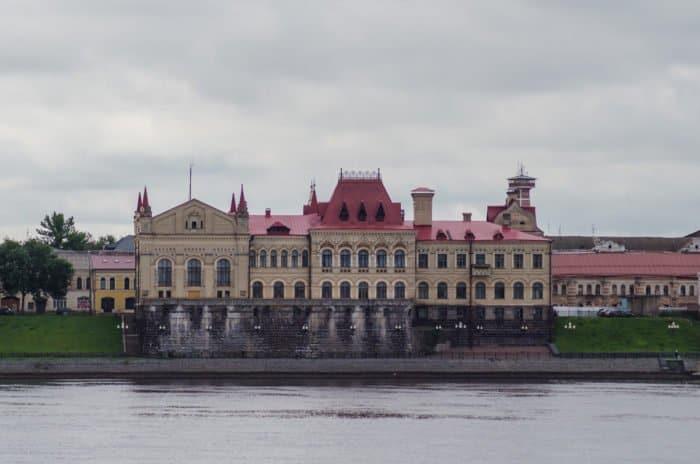 Здание хлебной биржи, ныне Рыбинский государственный историко-архитектурный и художественный музей-заповедник. Belliy