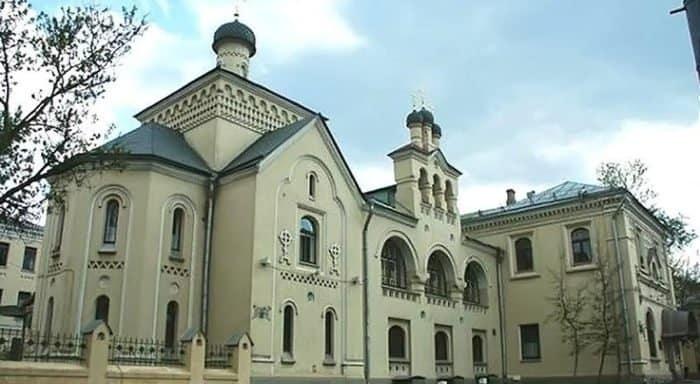 В честь дня рождения патриарха Кирилла церковной больнице подарили офтальмологический томограф