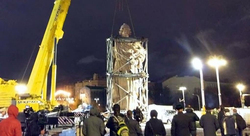 Памятник князю Владимиру у Кремля полностью смонтирован