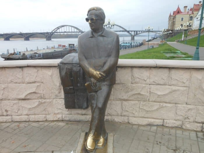 Памятник поэту Льву Ошанину. Leonrid_вики