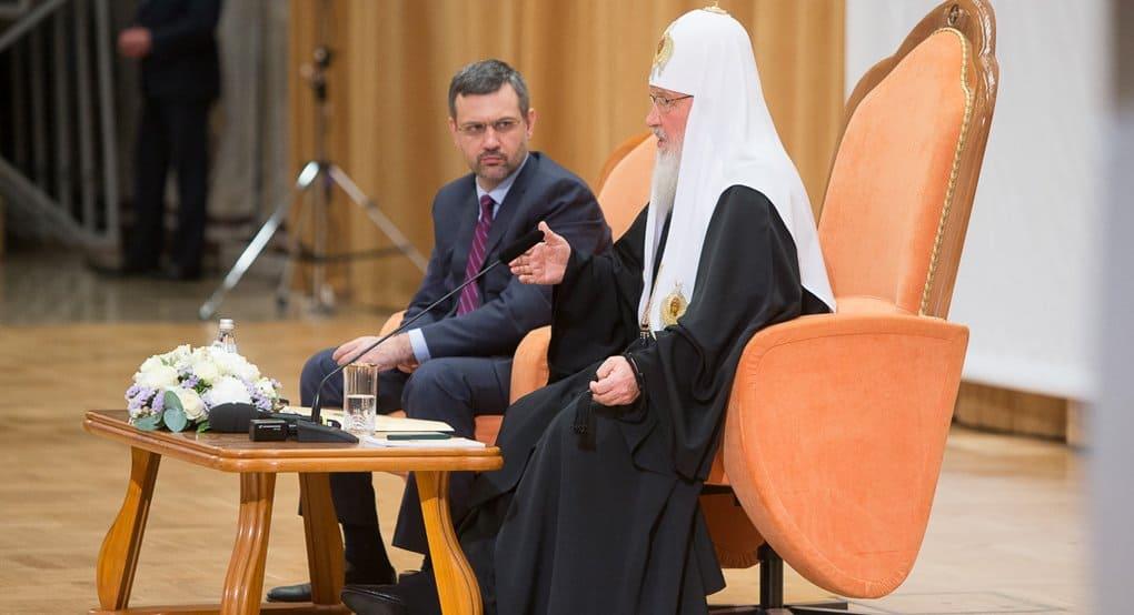 Соприкасаясь с информационной сферой, важно уметь отделять «сигналы» от «шумов», - патриарх Кирилл