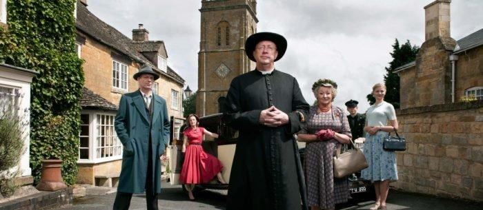 Недавняя экранизация рассказов Честертона— сериал «Отец Браун» (Великобритания, 2013)