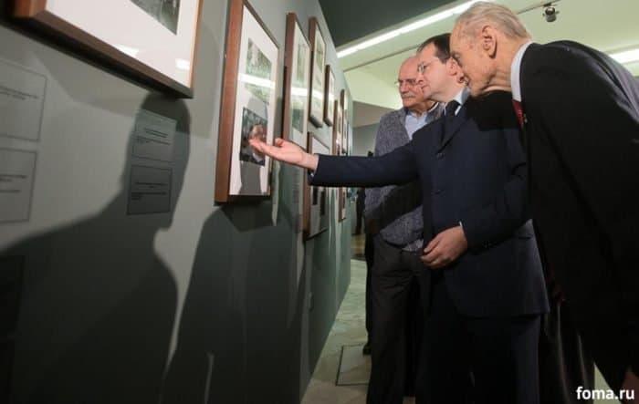 Фотовыставка к 70-летию патриарха Кирилла открылась в храме Христа Спасителя