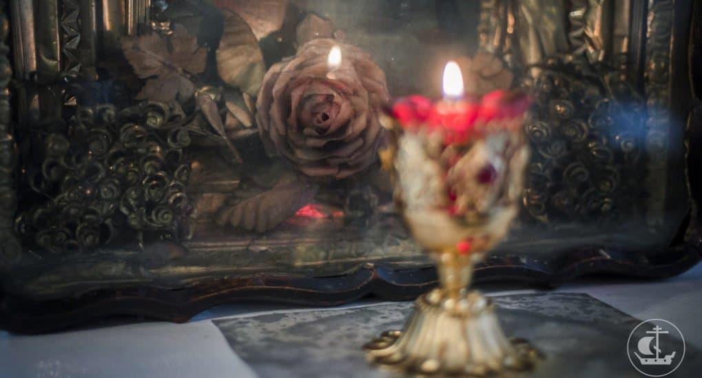 Можно ли добавить в лампаду освященное на мощах масло?