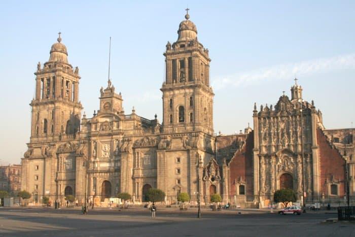 Городской собор Мехико строился с 1573 по 1813 годы