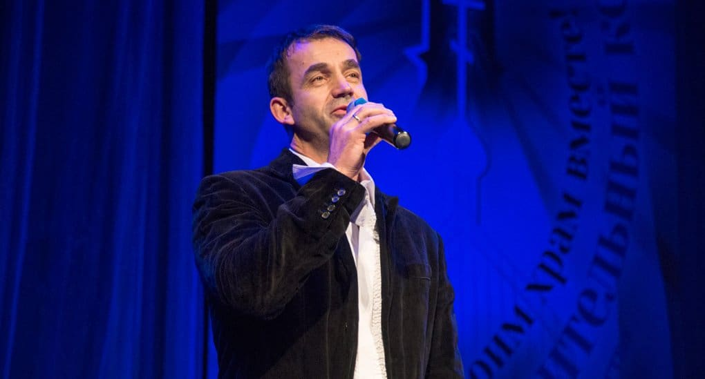 Дмитрий Певцов спел в поддержку строительства храма в Филях