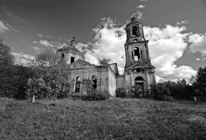 Заброшенный храм вселе Лозьево, последним священником которого был о. Софроний, сейчас ждет возрождения