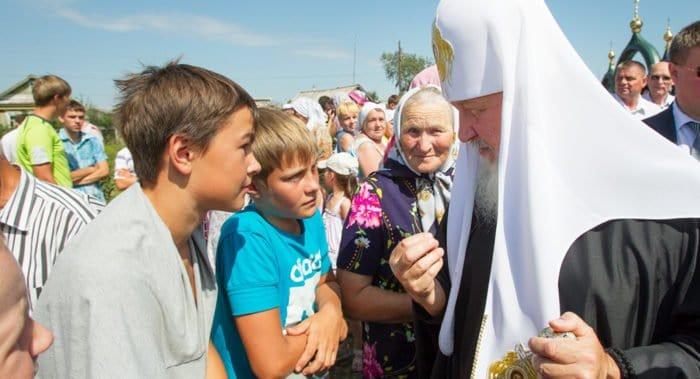 Центральные телеканалы покажут фильмы в честь 70-летия патриарха Кирилла