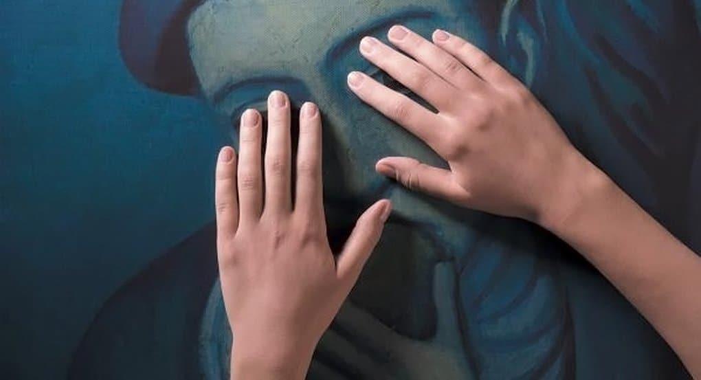 Для слепоглухих в России создадут картины с запахами и вибрацией