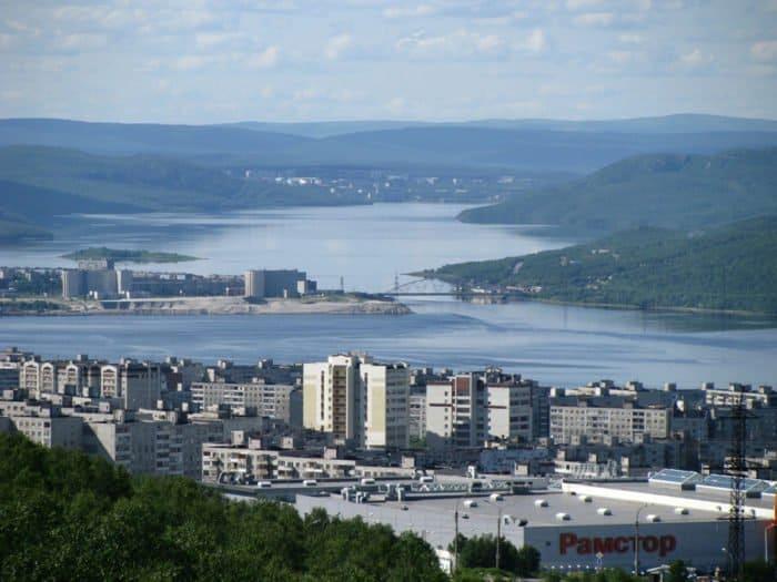 Вид на южные кварталы Мурманска. Фото Николая Беляева, Википедия