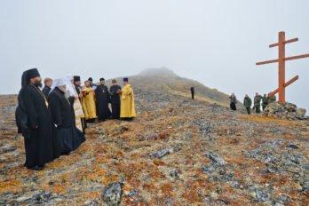 Молитва омире упоклонного креста, возвышающегося над самой восточной островной точкой России иЕвразии, остров Ратманова