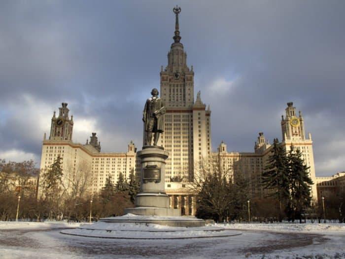 Памятник М.В. Ломоносову на Воробьевых горах