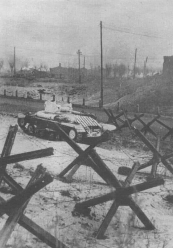 Советский танк английского производства «Валентайн II» на оборонительных рубежах во время битвы за Москву. Западный фронт. Фото http://waralbum.ru