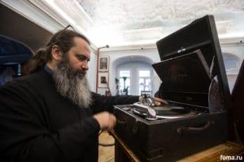 Заведующий музеем протодиакон Игорь Михайлов
