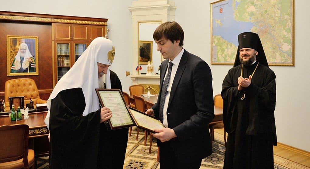 Духовные академии Москвы и Петербурга будут выдавать дипломы гособразца