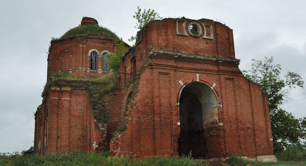 Церковь восстановила лишь половину от дореволюционного числа храмов