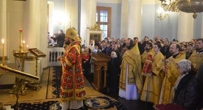 Митрополит Волоколамский Иларион помолился о жертвах авиакатастрофы ТУ-154