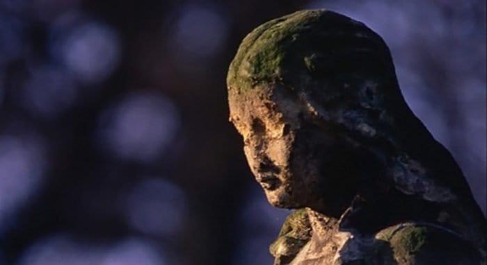 Десятки христианских статуй осквернили в Германии