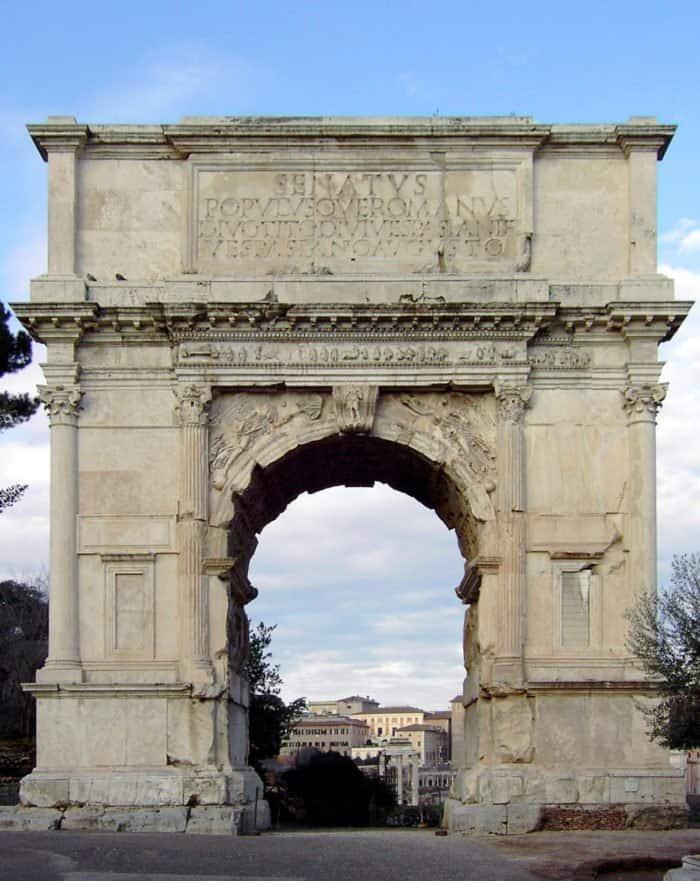 Триумфальная арка Тита в Риме_Фото Alexander Z._Wikimedia Commons_GFDL