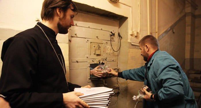 В храмах Москвы собирают средства в помощь православной тюремной миссии