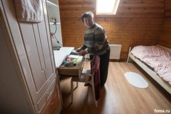 Комната Натальи. Она тут живет одна, поскольку сохранила остатки зрения.