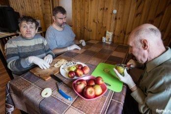 Приготовление яблочных чипсов.