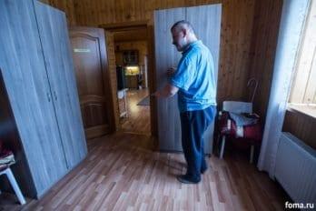 Обитатели дома быстро выучили расположение и географию Дома, передвигаются сами, на ощупь.
