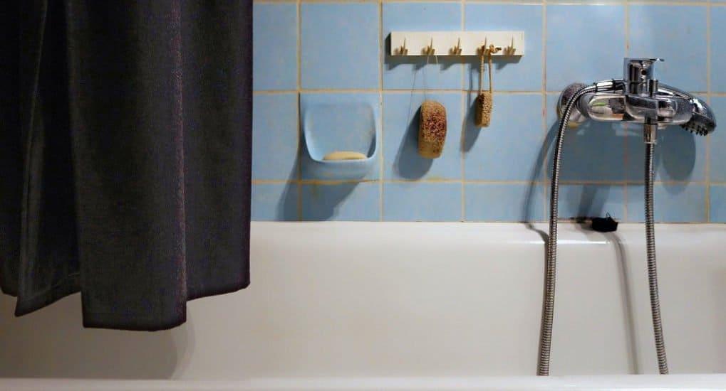 Можно добавлять крещенскую воду в ванну?
