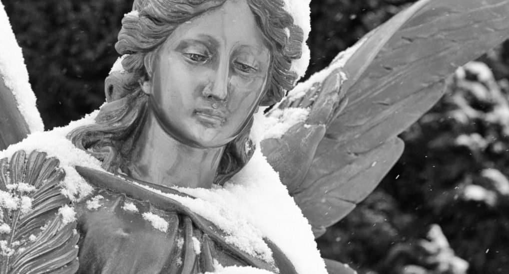 Можно ли на Благовещение на кладбище?