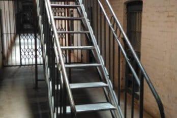 Русская тюрьма в Порт-Артуре. Лестница на 2 этаж