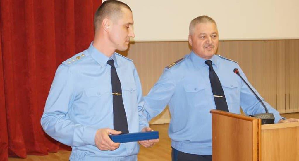 Приморский пограничник спас на пожаре шестерых детей и женщину