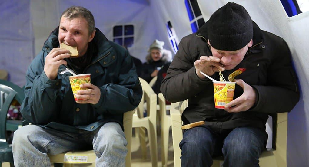 Минздрав предложил создать бесплатный общепит для бедных